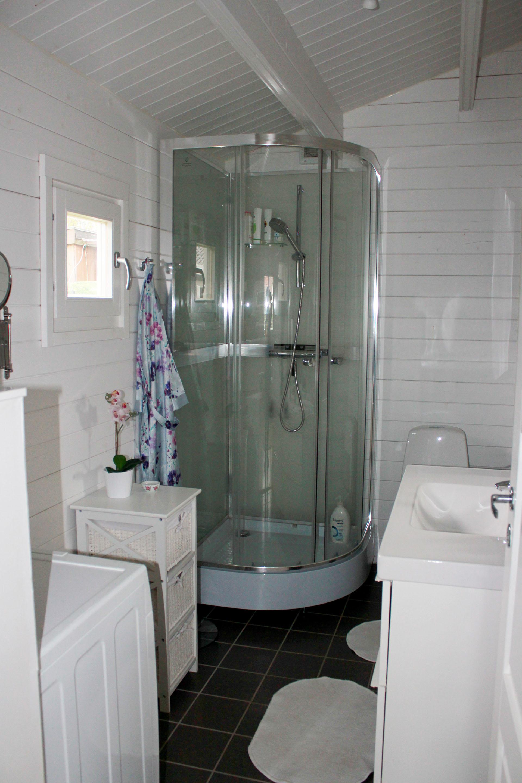 Kunde billede af badeværelse fra kolonihavehus fra sølundhuse huset er annelise på 43.7 m2