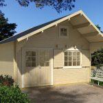 28,8 m2 bjælkehytte med hems og terrasse fra solundhuse.dk