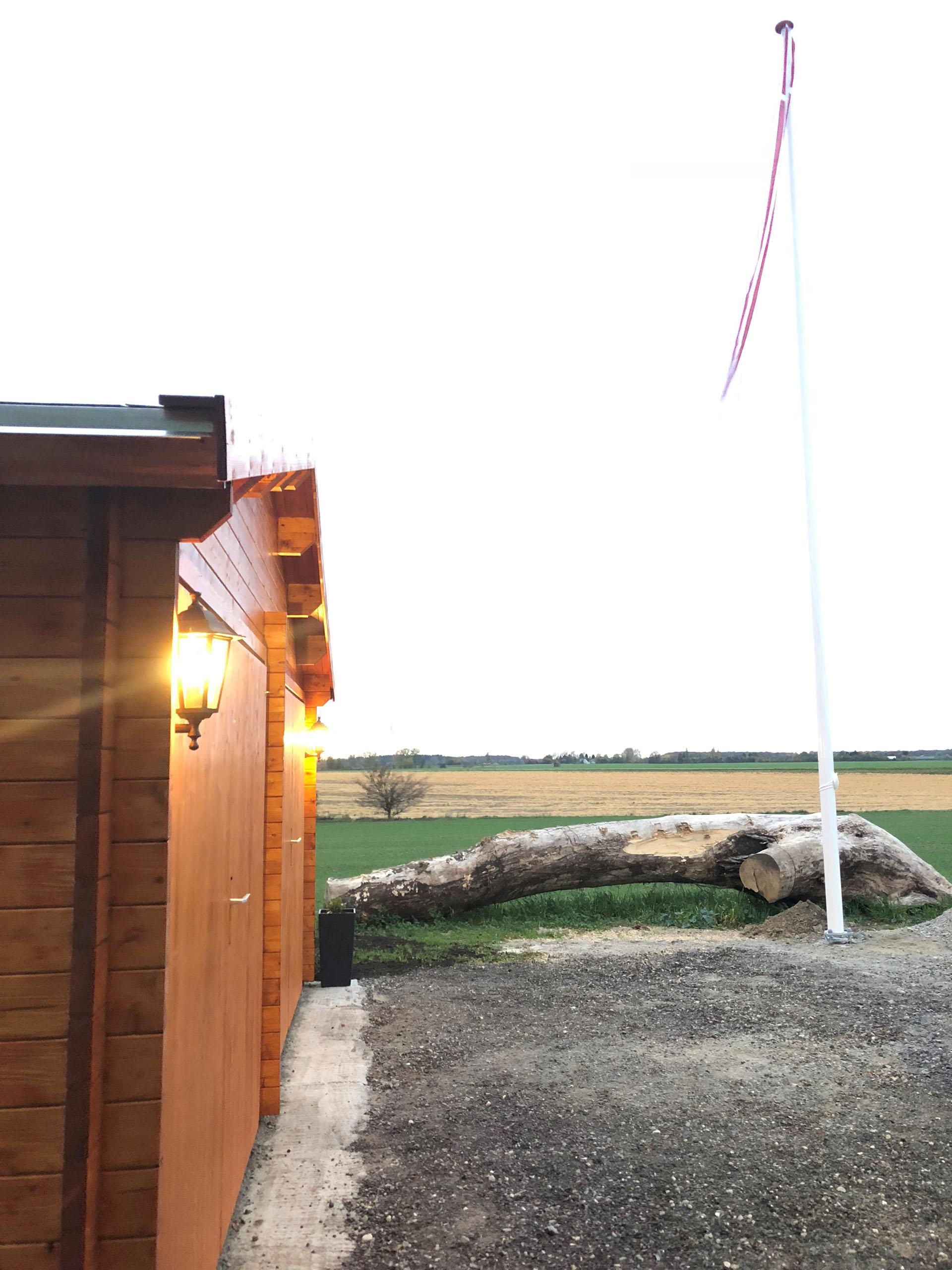 stor garage i træ fra solundhuse.dk billede indsendt af kunde