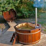 Vildmarksbad fås hos www.solundhuse.dk leveres færdig samlet og oliet lige til at bruge og til en billig pris.