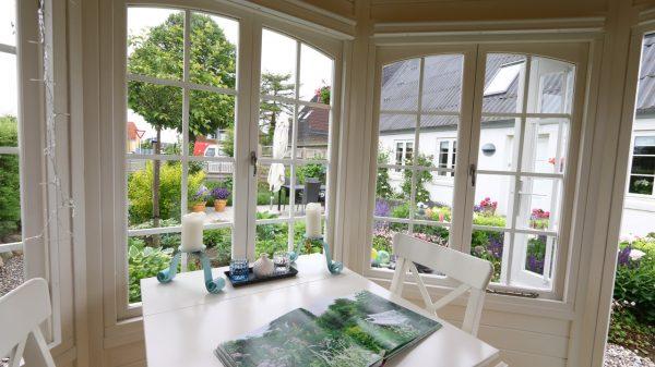 Smuk pavillon i træ indvendig fra sølundhuse.dk