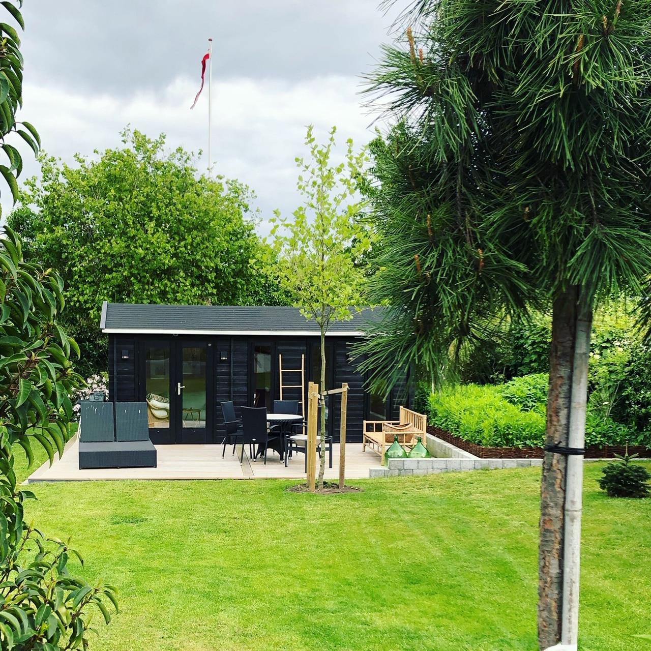 Dette smukke havehus er venligst indsendt af karin du kan se alle træhytterne hos www.sølundhuse.dk