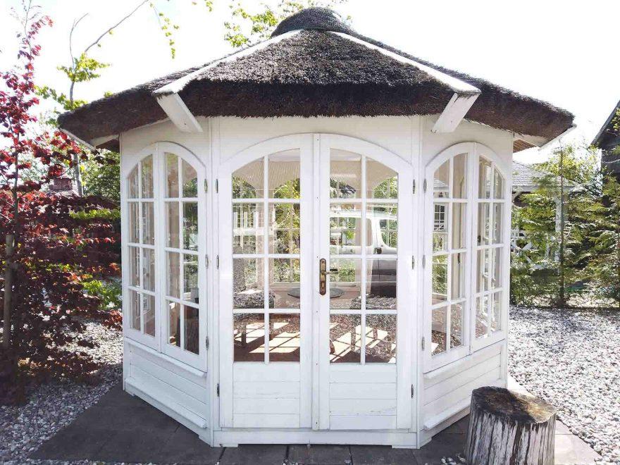 køb pavillon med stråtag