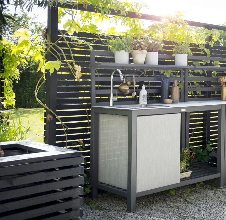 Udekøkken med vask i aluminium med vask fra Sølund Huse