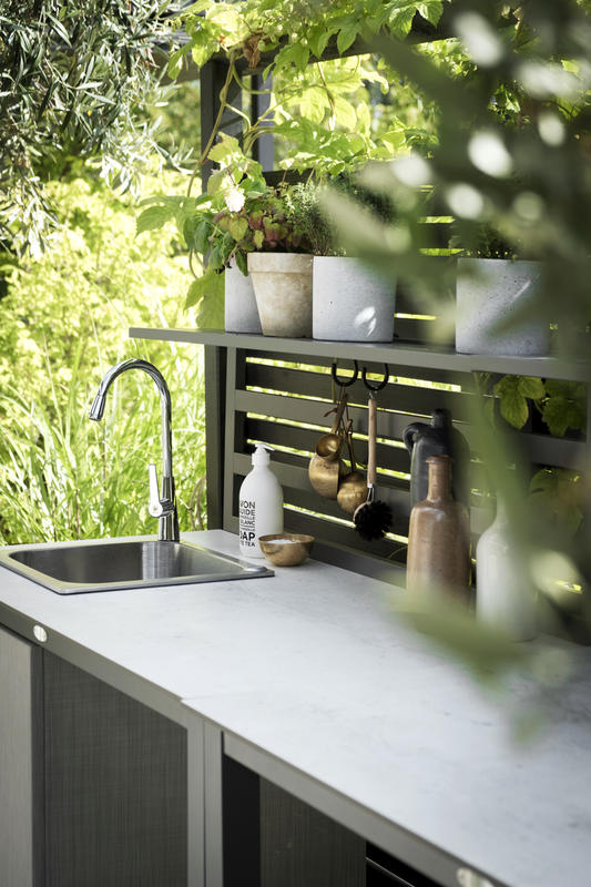 Billede af luksus udekøkken i hvid fra Sølund Huse