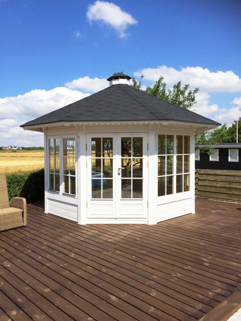 10 m2 pavillon henriette med 7 vindeuer fra www.solundhuse.dk billedet er indsendt af Anja og Søren