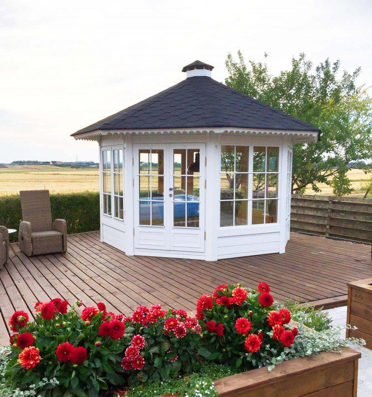 10 m2 henriette 8 kantet pavillon med 7 vindeuspartier fra Solundhuse.dk billedet er indsendt af Anja og Søren