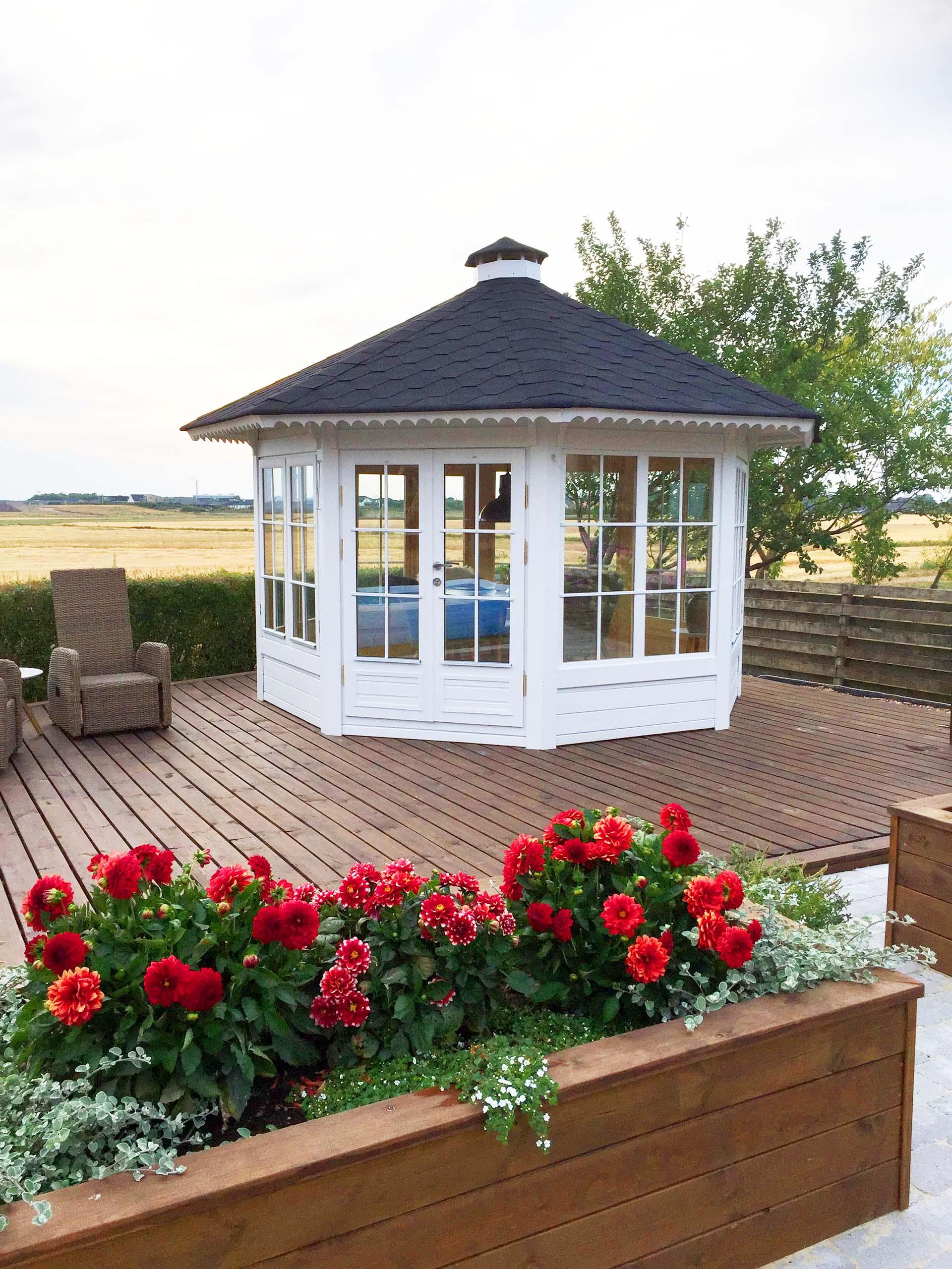 10 m2 henriette pavillon med 7 vindeuspartier fra Solundhuse.dk billedet er indsendt af Anja og Søren