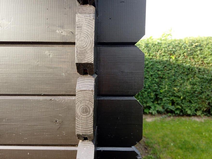 Sølund Huse haveskur viser træstrukturen og materialerne