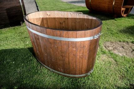 Udendørs badekar i træ til haven fra solundhuse.dk
