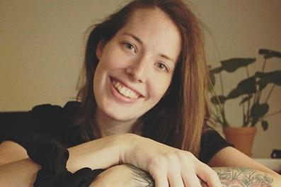 Billede af Laura som snakker om at forebyg stress med mig tid. Læs mere på www.sølundhuse.dk