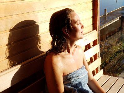 vinterbadning og sauna Lene fra Sølund Huse prøver det.
