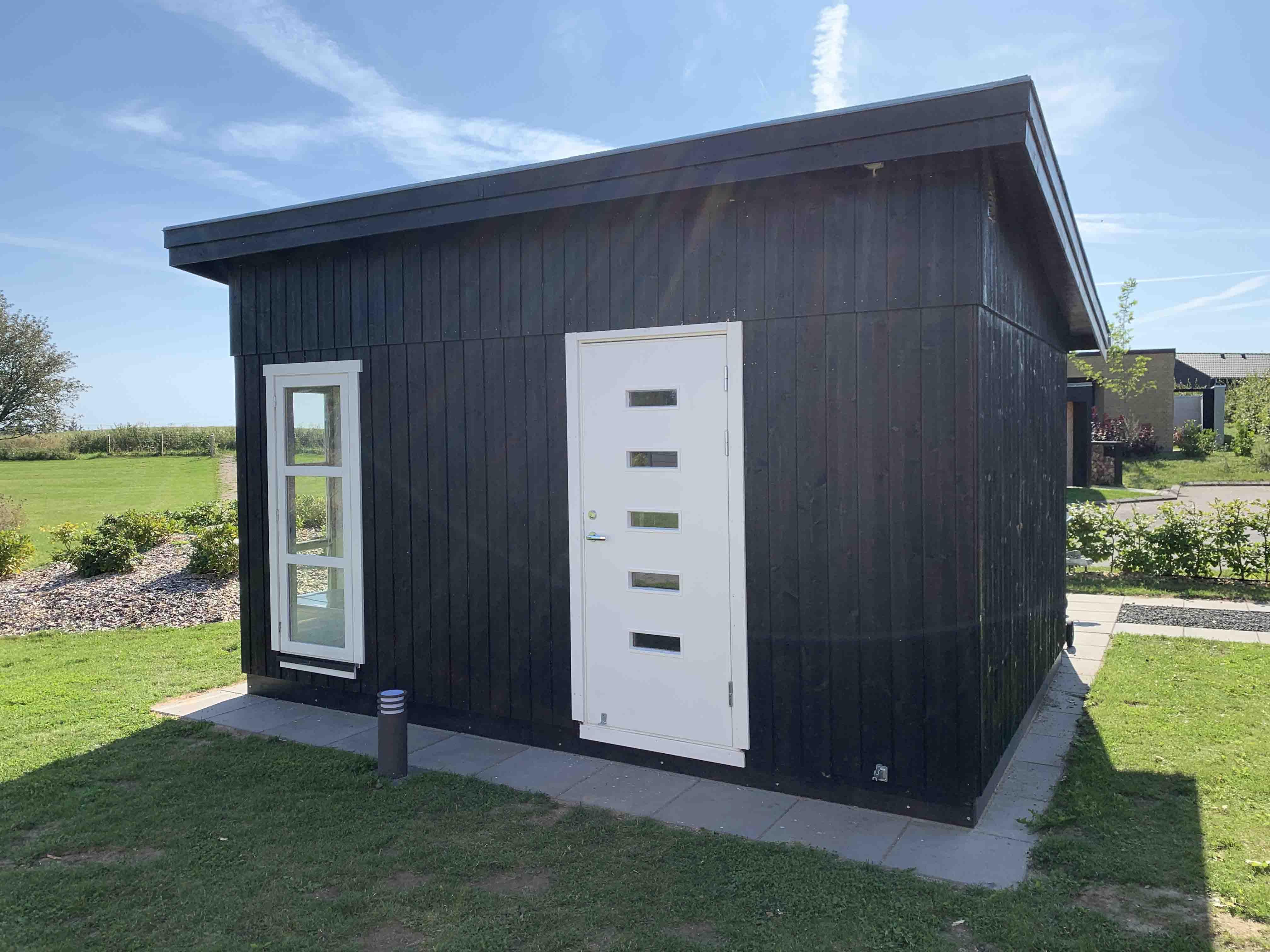Byg selv havehuse fra Sølund.dk det er nemt at samle og lige til at bygge. Dette havehus er i hele elementer og fås som komplet samlesæt