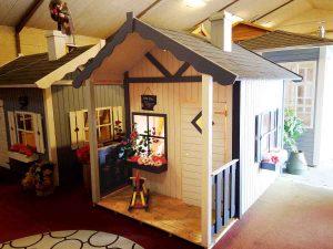 stort legehus med hems og terrasse fra www.solundhuse.dk besøg vores udstilling og se huset i virkeligheden