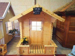 Lille pyt legehus i træ et billigt legehus som du kan se i vores udstilling eller på www.sølundhuse.dk