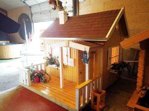 Lille Otto legehus i træ fra udstillingen hos Sølund Huse