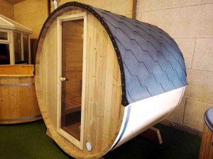 sauna tønde fra udstillingen hos Sølund Huse. lavet i solid træ - se mere på www.sølundhuse.dk