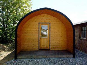 Isoleret campingtønde / bigpod kan ses i udstillingen hos Sølund Huse eller på www.solundhuse.dk