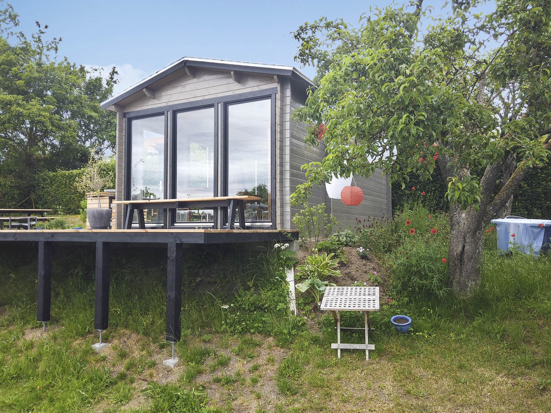 Kolonihavehus med glasfront fra www.sølundhuse.dk