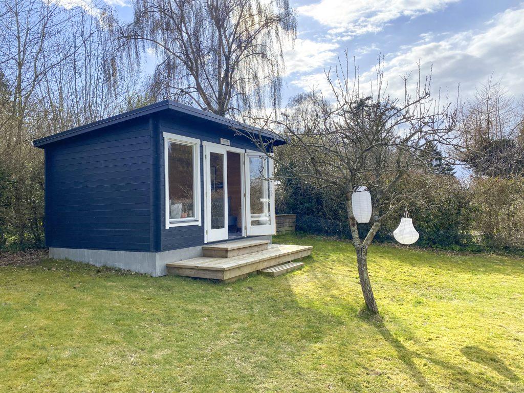 Cleo anneks i haven fra Sølund huse